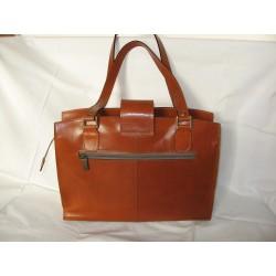 Prostorná kožená kabelka