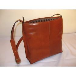 Praktická dámská kožená kabelka